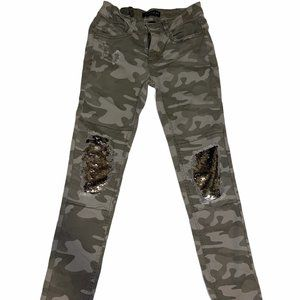 Girls size 10, Camo pants w/ sequence on knees.